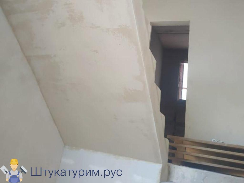 Оштукатуривание лестницы